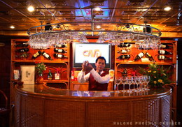 Halong Phoenix cruiser's bar