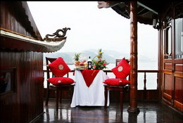 Private dining table in Halong Royal Cruise