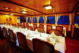 Victory Cruise's dining area
