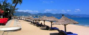 Tourists are enjoying The most beautiful beaches of Vietnam - TL410