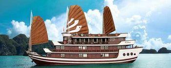 Tourists are enjoying Halong Bay with Bhaya cruiser - TL112