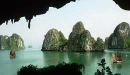 Travelers with Cruise Halong Bay with the Oriental Sail