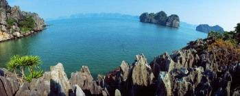 Tourists are enjoying Halong Bay 1-day tour - TL101