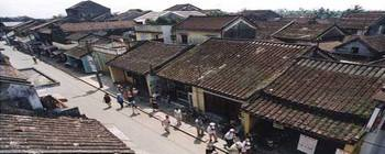 Tourists are enjoying Hoi An Town 1 day tours - TL302