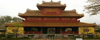 Tourists are enjoying Vietnam Essential Highlight - TL702