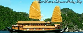 Tourists are enjoying Halong Bay Cruise on traditional junk - TL103