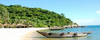 Tourists are enjoying Romantic Cham Island and Snorkeling tour - TL405