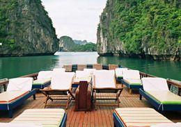 TOURISTS IN Hai Au Cruise