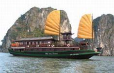 TOURISTS IN Hai Long Junk