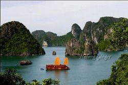 TOURISTS IN Halong Ginger Junk