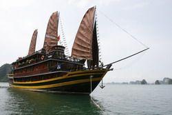 TOURISTS IN Hanoi Opera Cruise