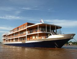 TOURISTS IN Indochine Cruise
