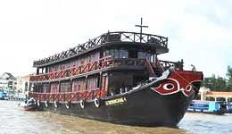 Travelers with Mekong River 7 day cruise with Le Cochinchine