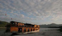 TOURISTS IN Mekong Sun