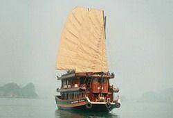 TOURISTS IN Pinta Cruiser