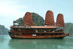 TOURISTS IN Pinta Gold Cruiser