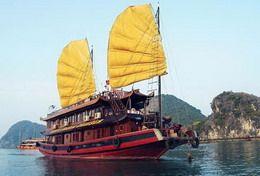 TOURISTS IN Santa Maria Cruise