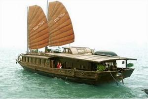 Traditional style Bai Tho Junk