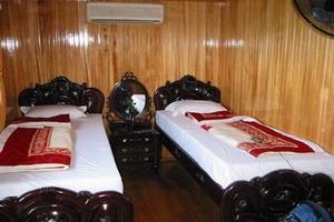 Twin room in Bai Tho Junk