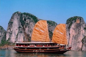 Bai Tho Junk in Halong Bay, Vietnam