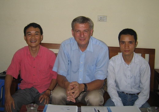 Wolfgang Coym and Do Manh Duc (left), Do Son Ha (right)